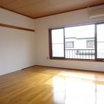2階南向き明るいお部屋です(居間)