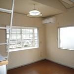 2階角部屋 二面採光で明るいお部屋です(居間)