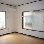 二面採光で明るいお部屋です(居間)
