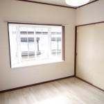 2面採光で明るい室内です
